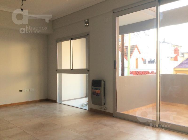 semipiso 2 ambientes con balcón! expensas y abl incluidos! alquiler