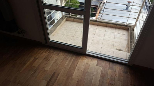 semipiso. living amplio. 2 balcones