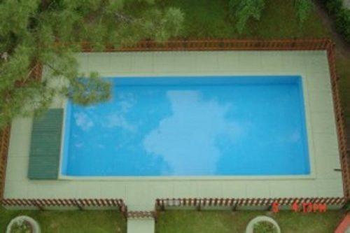 semipiso muy luminoso con piscina , cochera y parrilla.