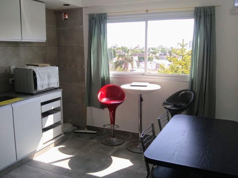 semipiso pasante de un dormitorio con terraza privada en ven