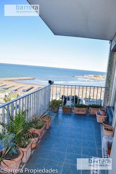 semisipo de categoria con vista panoramica a playa varese