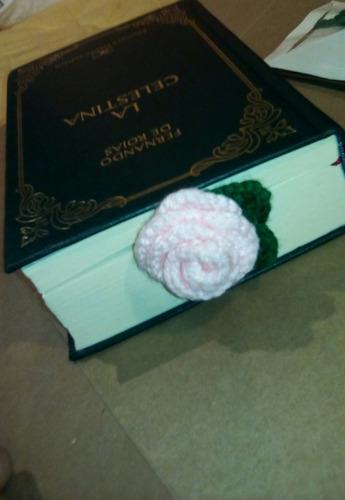 separadores en forma de rosa a crochet.