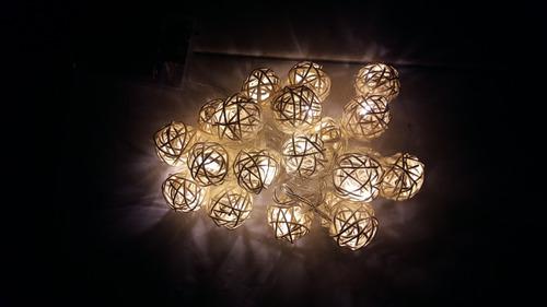 Serie de luces led tipo bola de mimbre en - Tipos de luces led ...