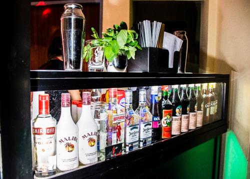 servicio barra móvil, bartender, living, cafetería, juegos.