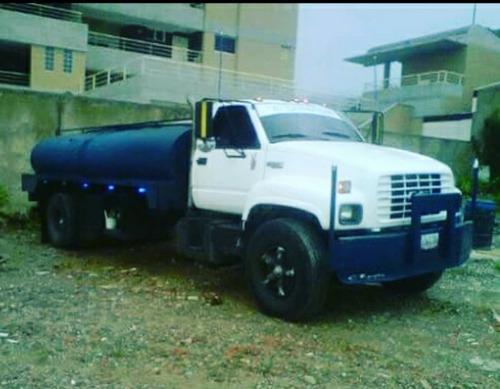 servicio de agua en camiones cisternas