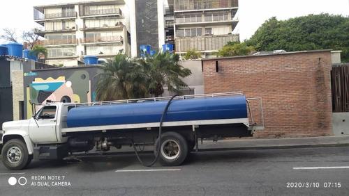 servicio de agua potable con camiones cisternas
