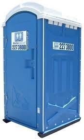 servicio de alquiler de grama artificial y baños portatiles.