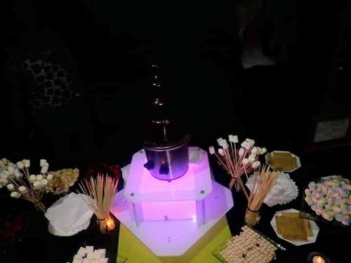 servicio de cascada de chocolate y cascada de queso cheddar.