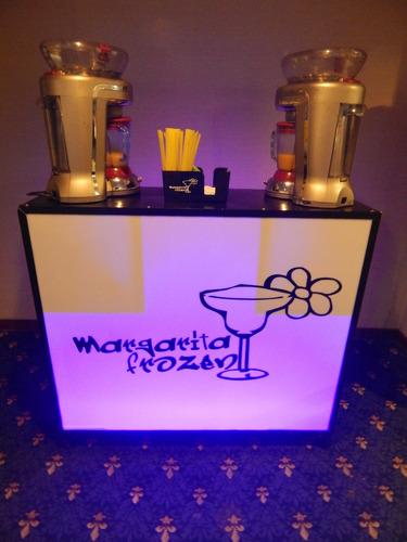 servicio de cocteleria frozen y barras móviles iluminada.