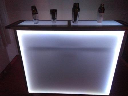 servicio de cocteleria  y barras móviles iluminada.