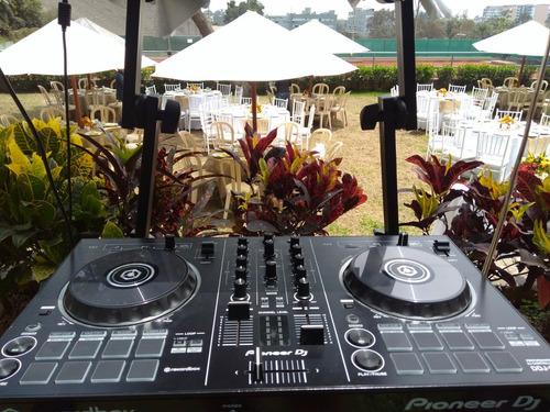 servicio de dj y equipos de sonido.