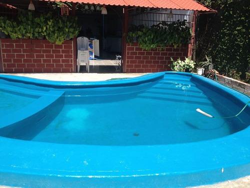 servicio de salón de fiesta con piscina