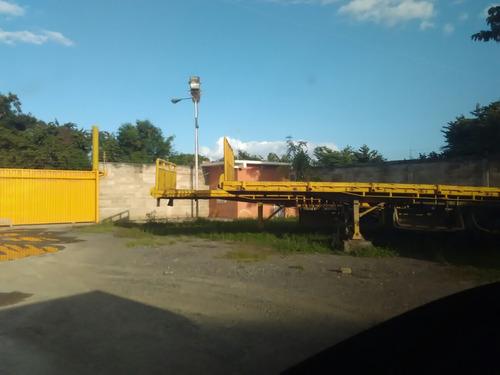 servicio de transporte de carga pesada sobre bateas y lowboy