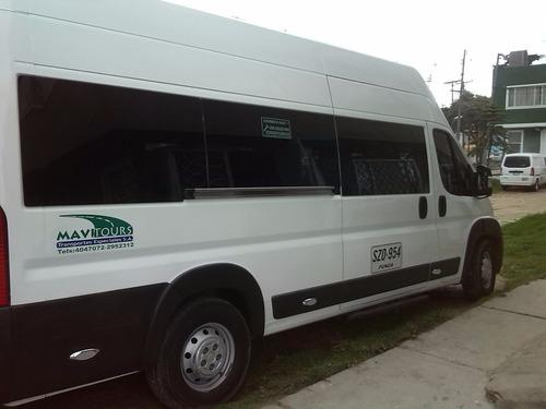 servicio de transporte dentro y fuera de la ciudad