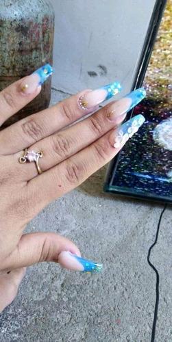 servicio de uñas acrílicas