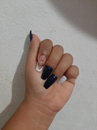 servicio de uñas acrílicas y gelish