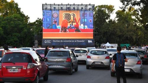 servicio para auto cine x fm estructuras pantallas led