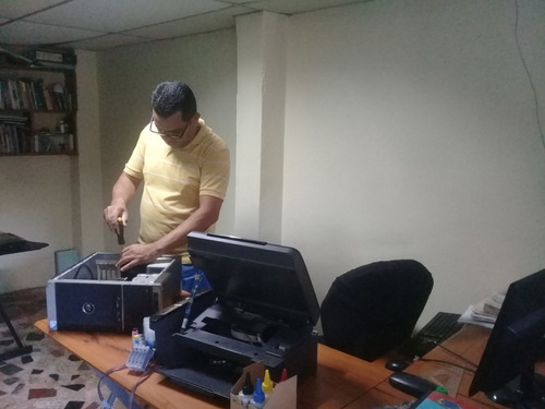 servicio técnico computadoras y redes a  domicilio.