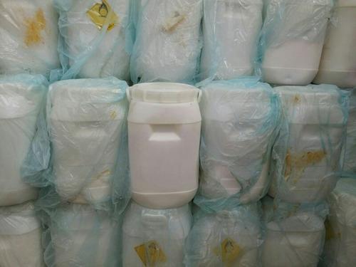 servicios para tu piscina con sosa causti. cloro y jabón