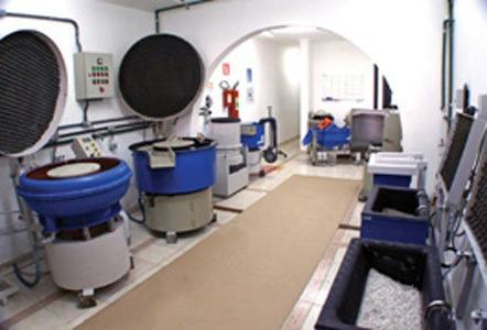 serviço de tamboreamento, rebarbação e polimento de peças