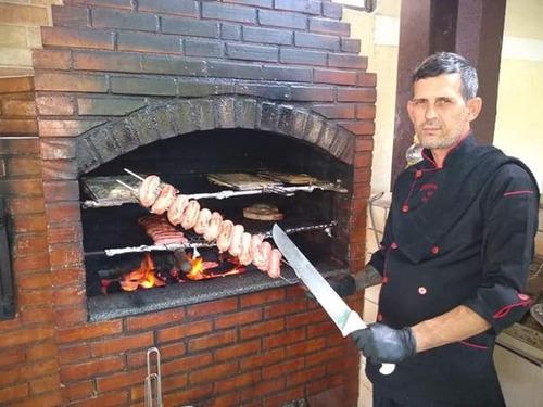 serviços de churrasqueiro com buffet e caipirinhas