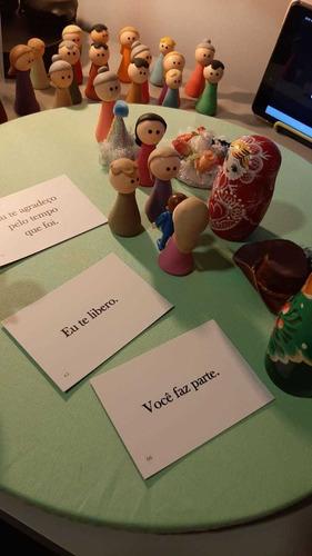sessão de constelação familiar online com bonecos