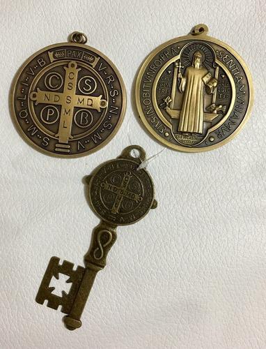 set 2 medallas y 1 llave san benito con la cruz de exorcismo