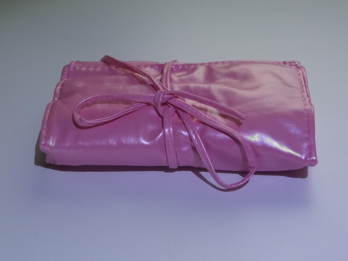 set brochas 22 pzs.color rosa,cerda sintetica,estuche vinil.