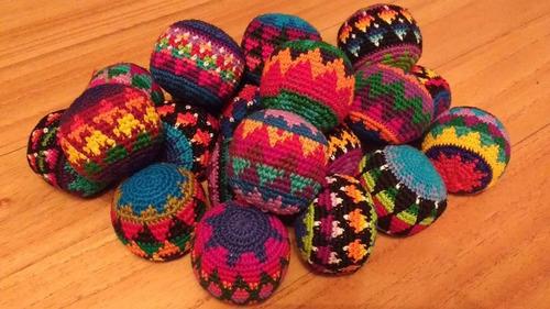 set de 12 pelotitas tejidas crochet para malabares/ adorno