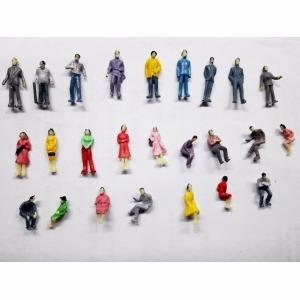 set de 25 personajes sentados y parados 1:100