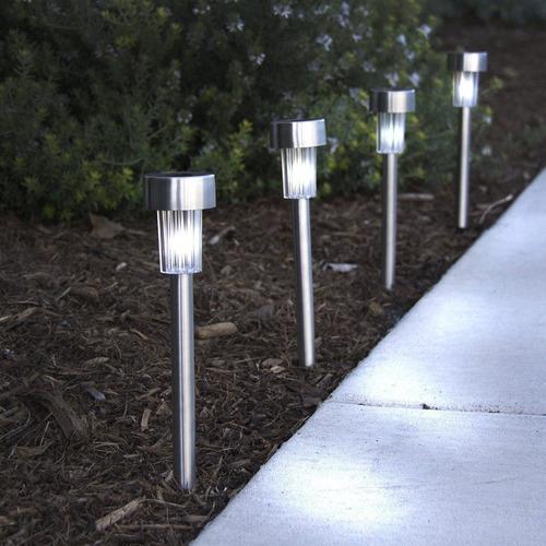 Set de 4 focos led jardin con pincho carga panel solar for Focos jardin