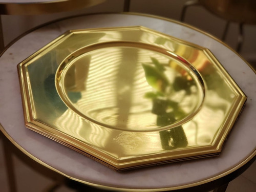 set de 4 platos base / bajo platos dorados octagonales latón