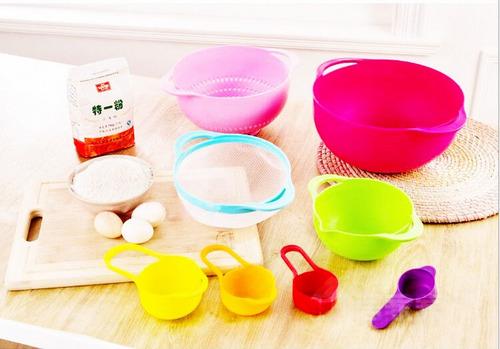 set de 8 bowls, coladores y medidores plásticos multicolores