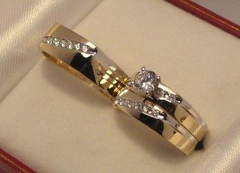 set de anillos  de 3 piezas de10k con  zirconias rusas
