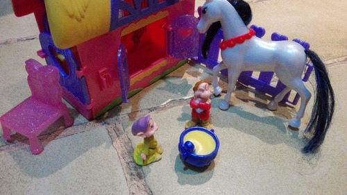 set de casa y figuras princesa blanca nieves