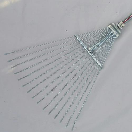 set de escoba metálica ajustable y rastrillo manual.
