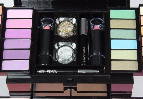 set de maquillajes profesional en forma de maletín, mujer.