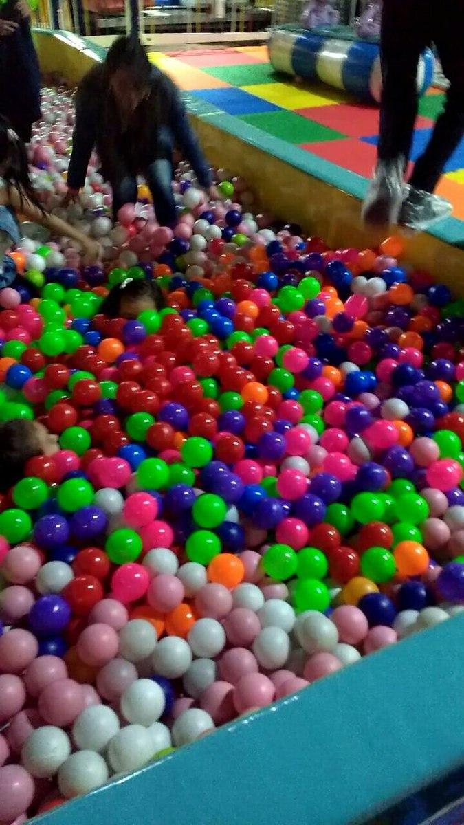 60f4ac140 set de pelotas de plástico para piscina y juegos x millar. Cargando zoom.