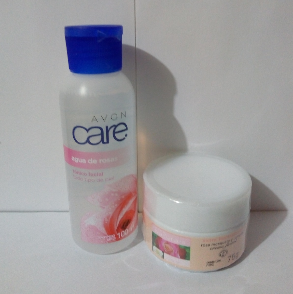 863737aec Set X 2 Crema Rosa Mosqueta Y Agua De Rosas Avon - $ 18.000 en Mercado Libre