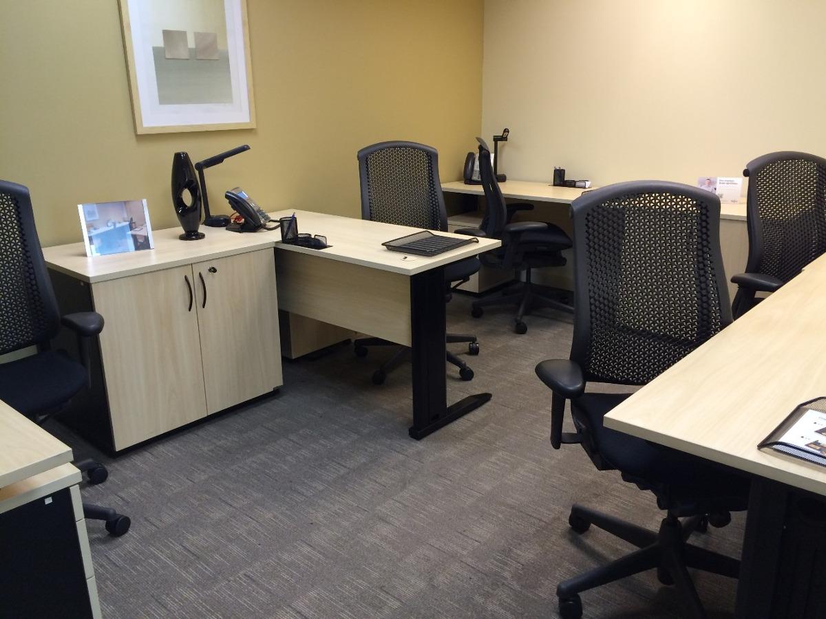 seu escritório particular para cinco ou seis pessoas esperan