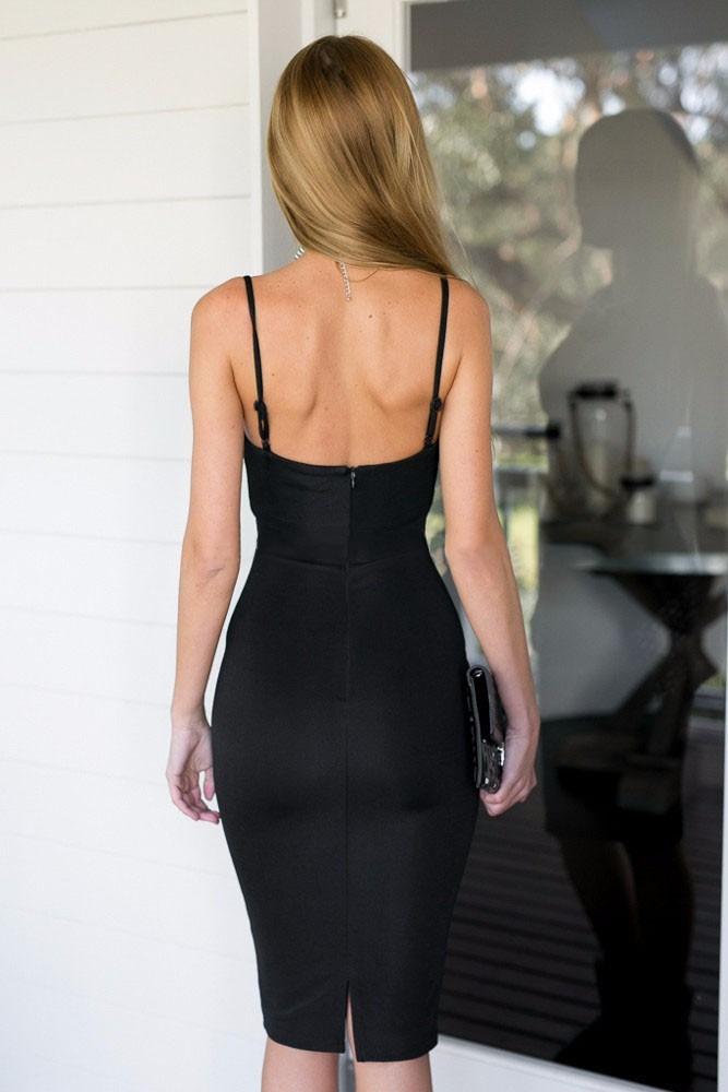 Vestido negro con cierre en la espalda