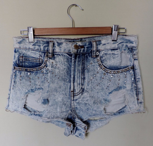 short jeans destroyer y tachas forever 21