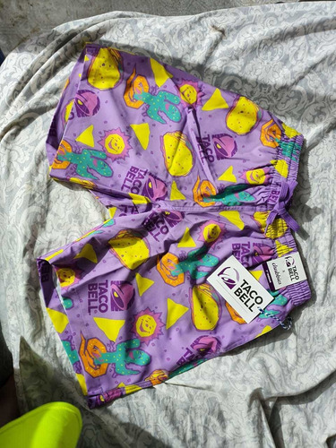 shorts casuales taco bell