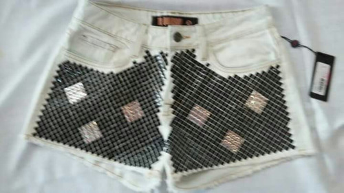 shorts jeans com aplicação