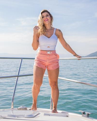 shorts sol cintura alta rasgado com cinto e lycra rosa