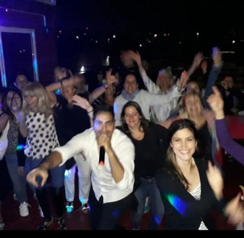 show cantante fiesta evento