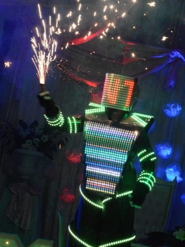 show de robot pixel led , zancos , maquillaje y animaciones