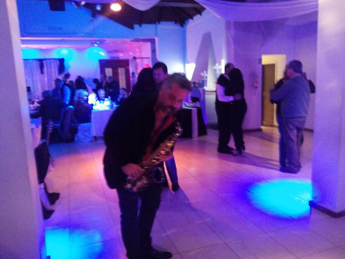 show de saxo para bodas