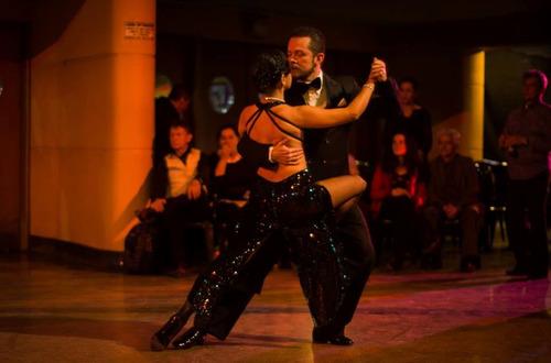 show de tango y ritmos argentinos con cantante argentino