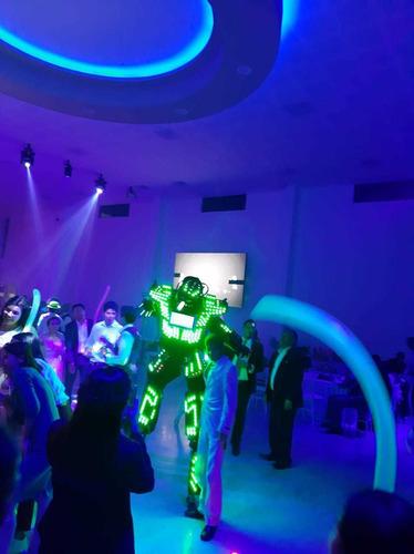 show de zancos . robot leds slp